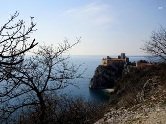 Sentiero Rilke: view on the Duino Castle